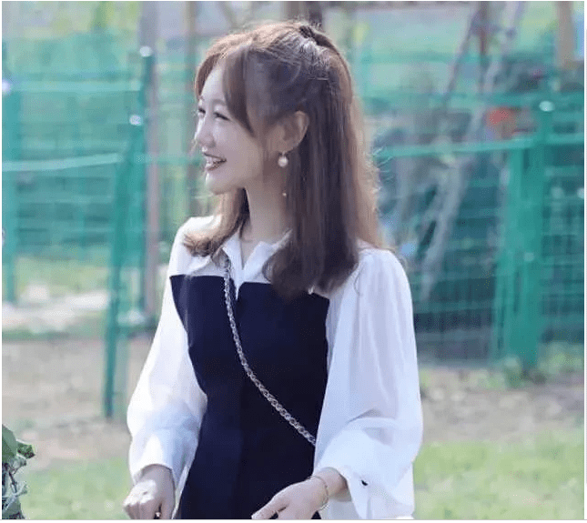 原创             薛佳凝越来越漂亮了!穿简单一件拼接裙,都是妥妥的女神范!