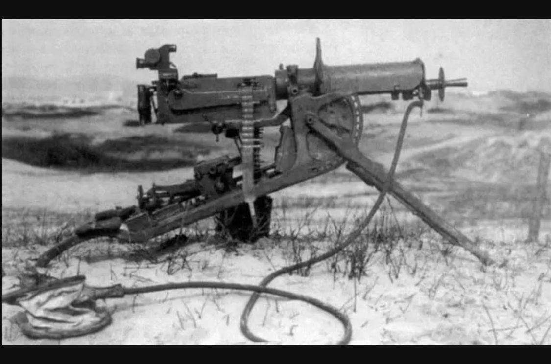 机枪连续射击世界纪录,10挺机枪100万发子弹,打了12小时