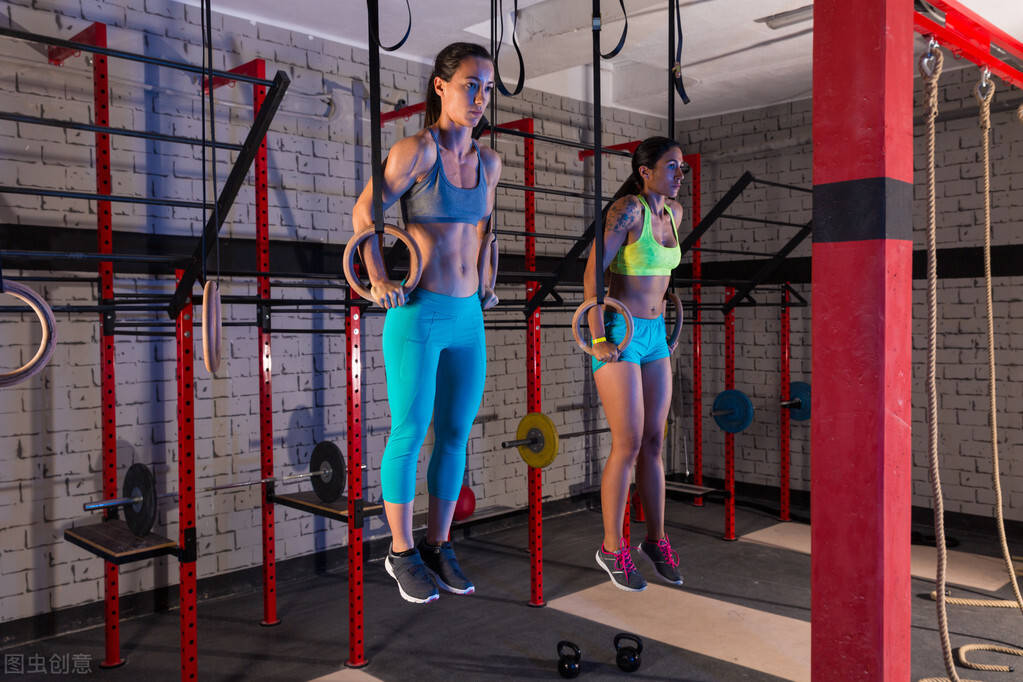 女性可以撸铁吗?坚持力量训练的女孩,身材曲线有多好看?
