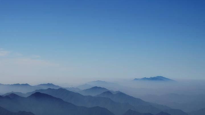 初雪之下,中国十大风景名胜唯一的山岳风光,更令人向往