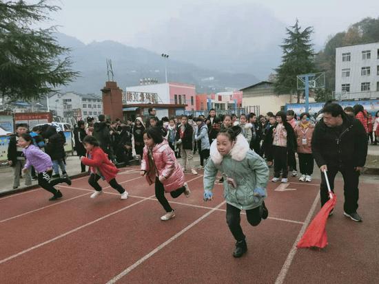 九畹溪镇周坪小学第二届体育科技艺术文化节隆重举行(图3)