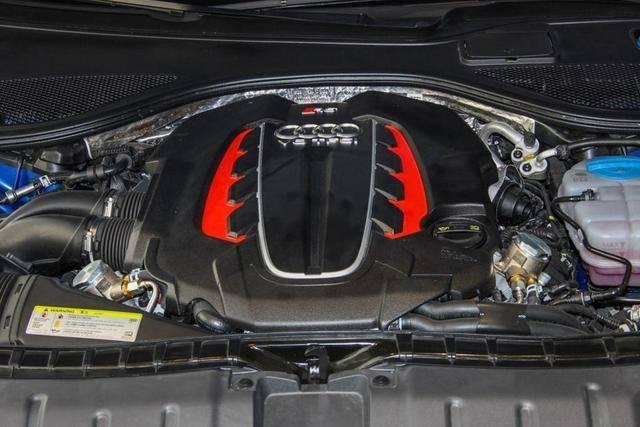 原装4.0T发动机,5门4座车身结构,奥迪RS7综合性能不错