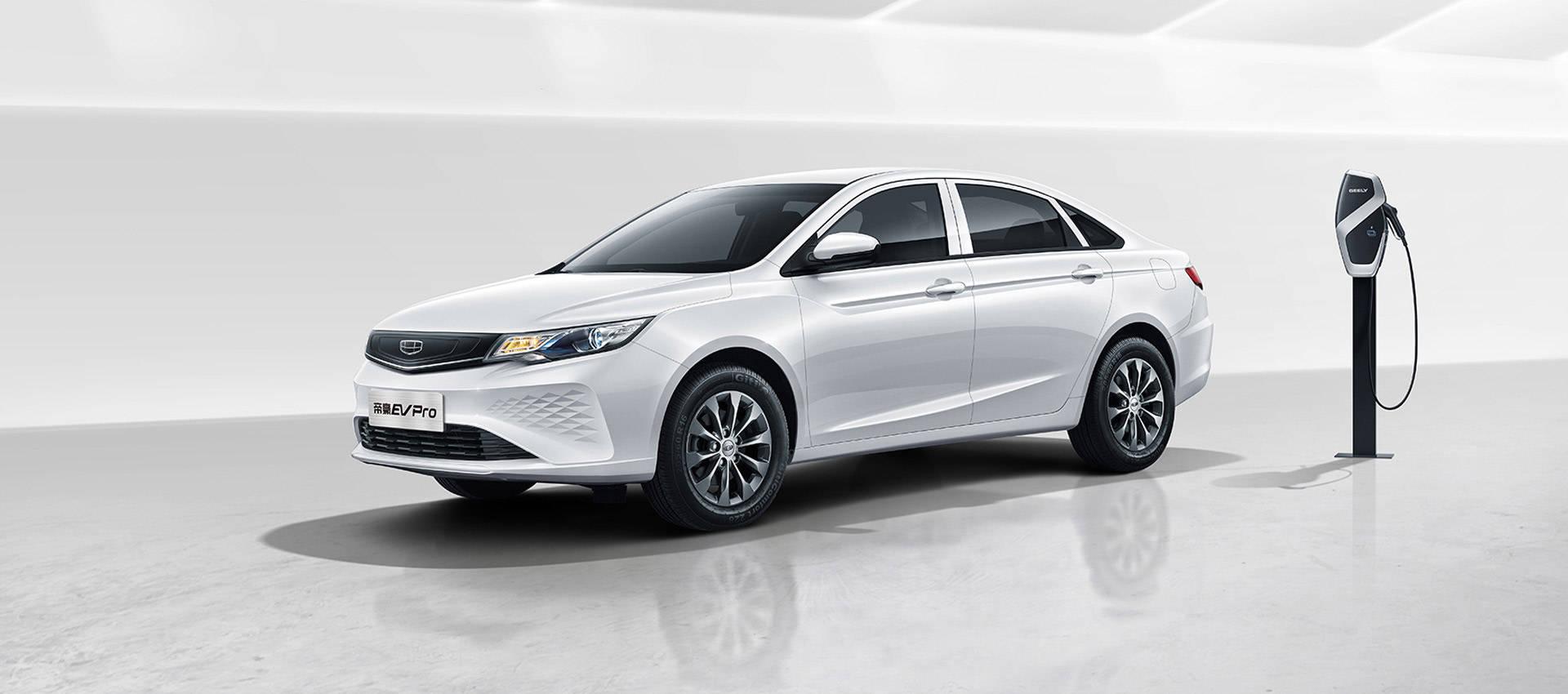 最初的帝豪电动汽车Pro售价145,800英镑,在NEDC行驶了421公里