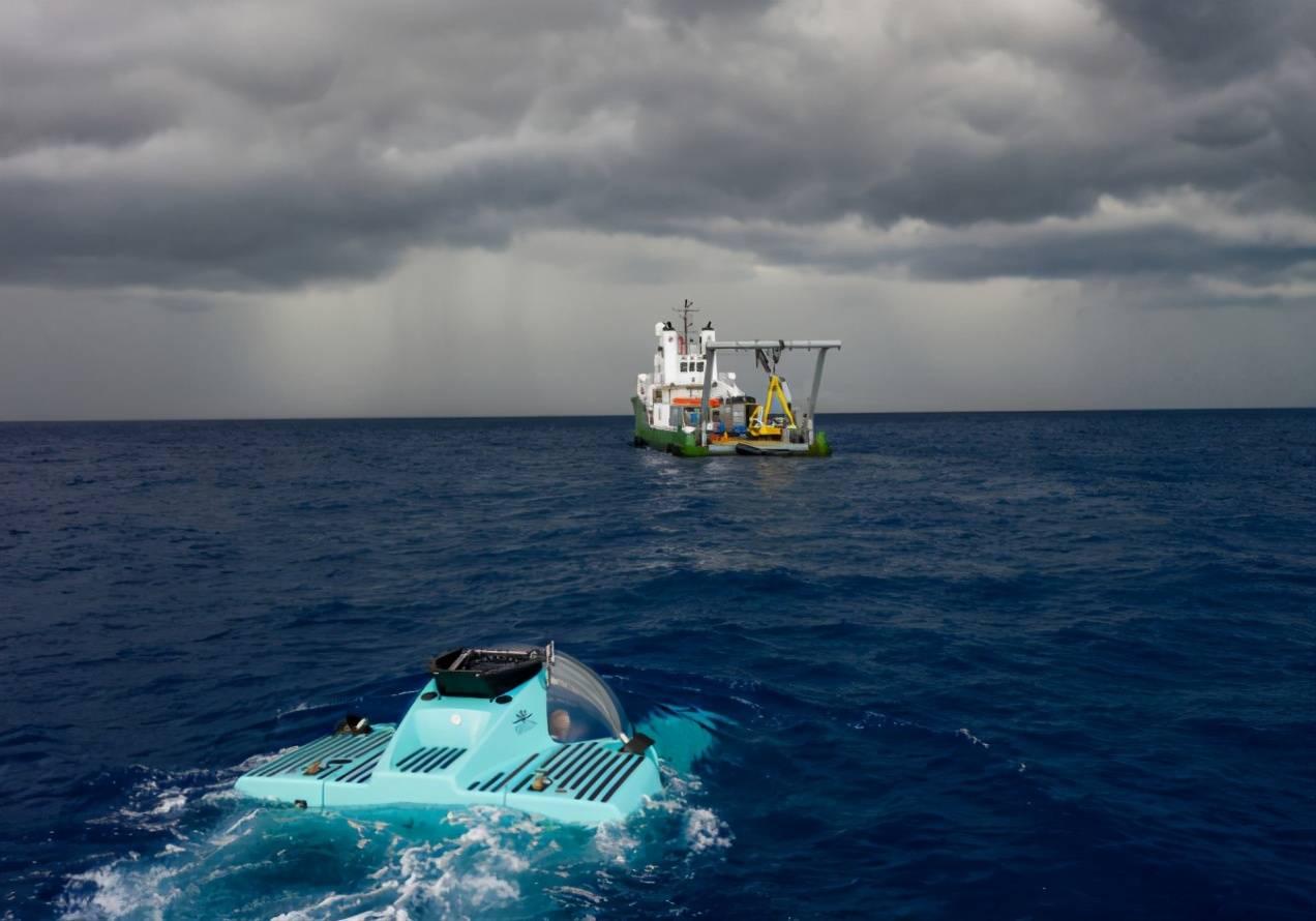 全球最大的个人潜水艇:一家6口都能上船,最高潜水1000米