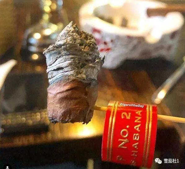 人生最美好的事是抽雪茄和喝威士忌雪茄侍烟师是一个专业工种