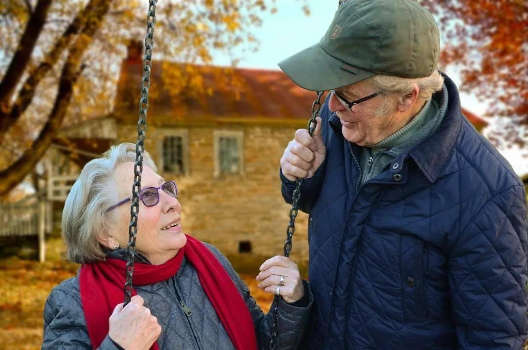 老人要常搓搓身体这八个地方,健康又长寿