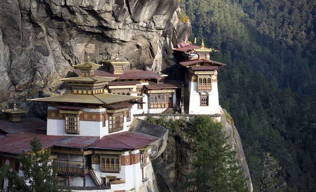 悬崖上建的寺庙,即使现在的技术都很难完成!