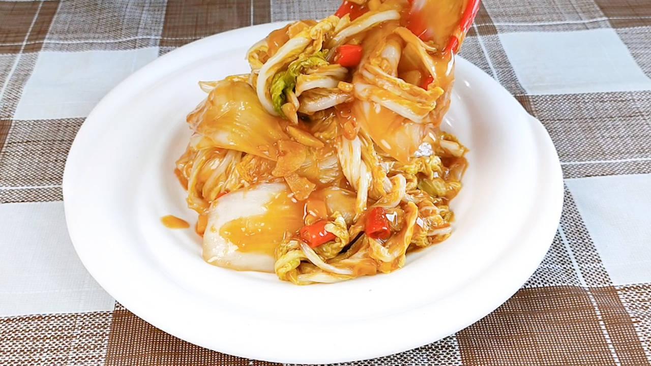 炒白菜时,不要马上下锅,大厨教你一招,白菜鲜嫩好吃还不出水