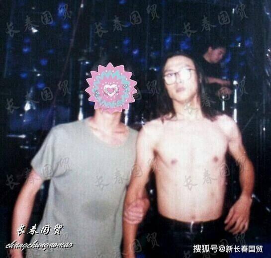 汪峰22年前青涩旧照曝光,长发飘逸与如今判若两人