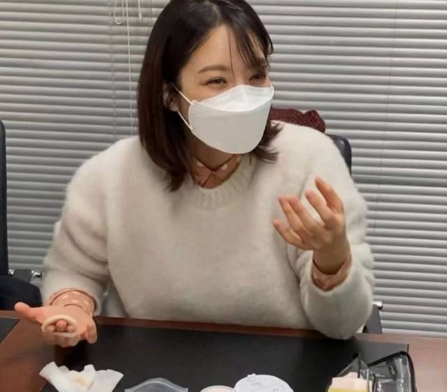 41岁蔡琳离婚后首晒正面照,开怀大笑难掩憔悴疲惫脸部松弛  第15张