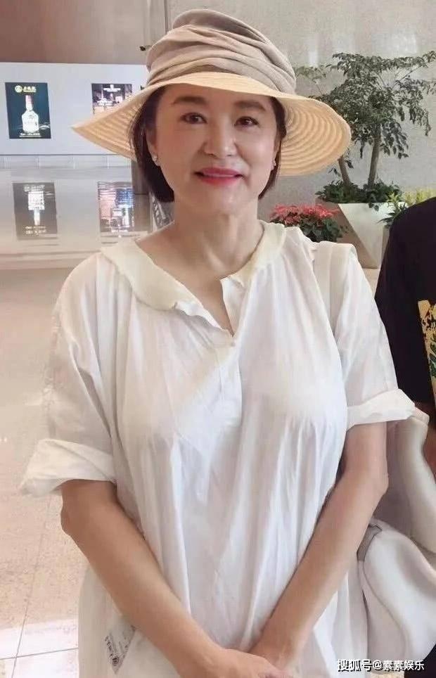 原来林青霞没有离婚:藏了一张照片,港媒证实80亿分手费是假的