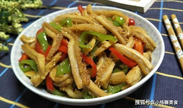 牛肚,必须在原来的火锅里点,配双辣椒做我们该有的零食,好看又好吃!