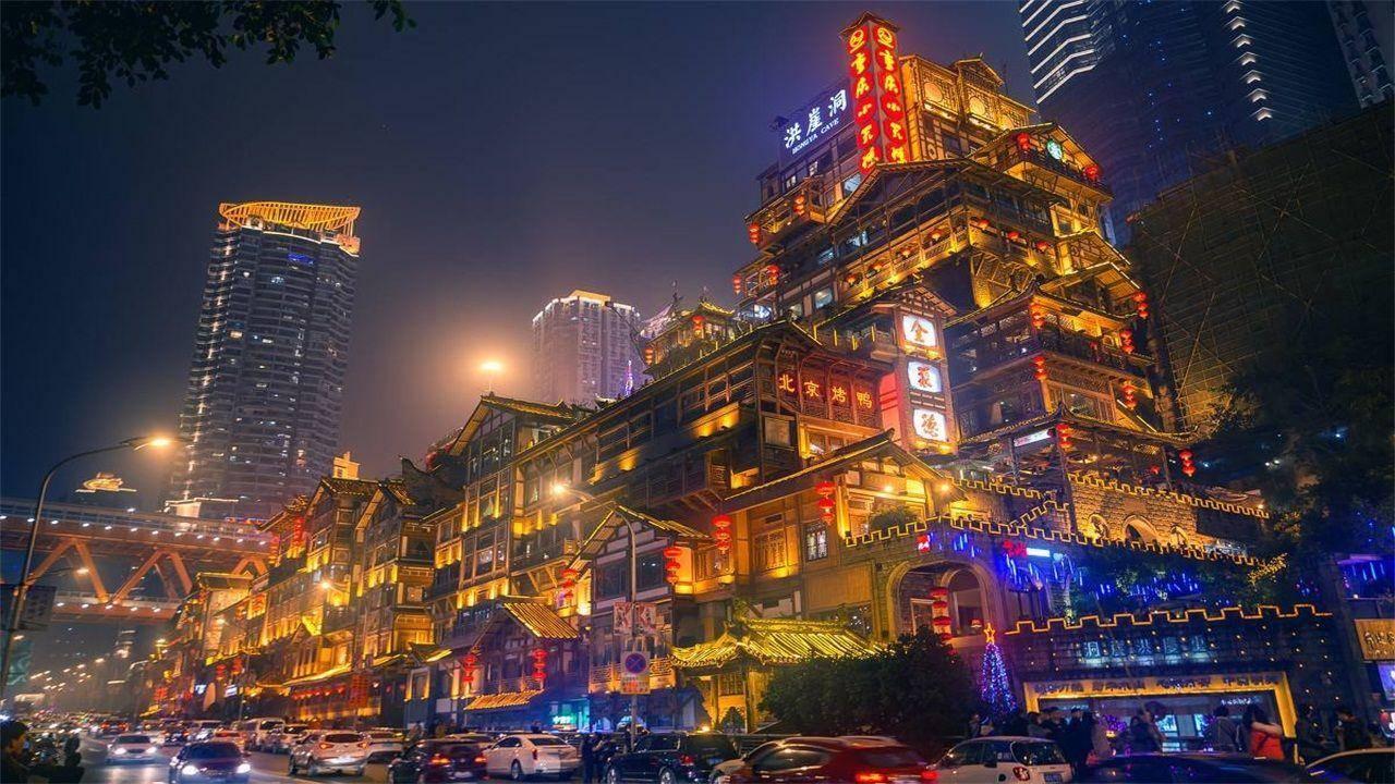 8D魔幻重庆再现魔幻建筑,国博中心蘑菇林地铁站,新晋网红打卡地
