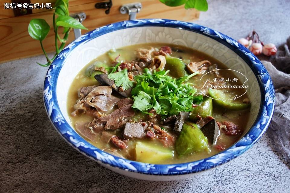 降温了,御寒吃这道菜,比猪肉牛肉强,身体棒,香,汤都剩不下