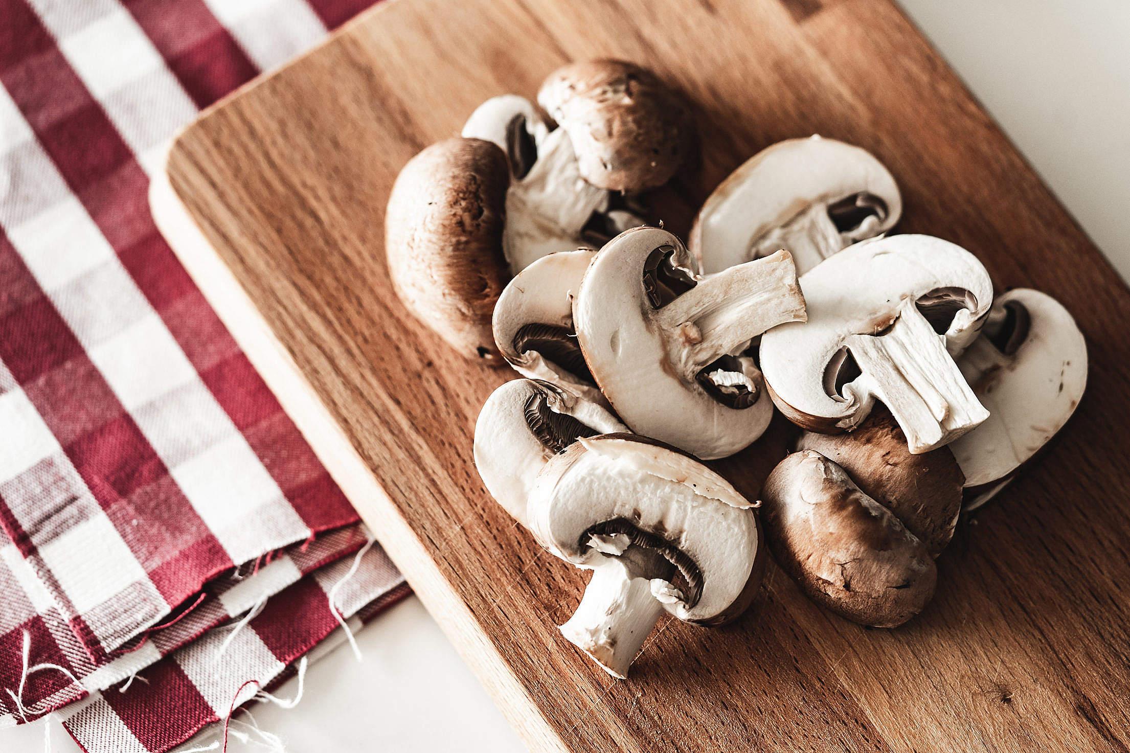 原菇、平菇、金针菇、鸡腿菇……哪种蘑菇更有营养?怎么吃比较好?