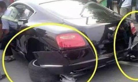 原五菱和宾利相撞,以为五菱车主要是毁了,结局却出人意料
