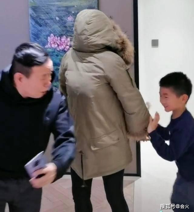 63岁潘长江祖孙三代同框,发怒追着外孙打,总裁女婿身价10亿  第3张
