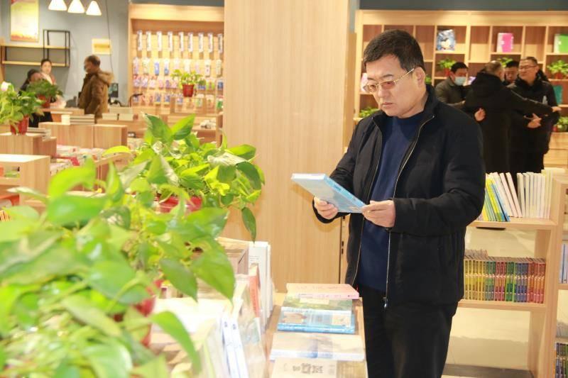 濮阳市第八中学迎来南乐县考察团  第6张