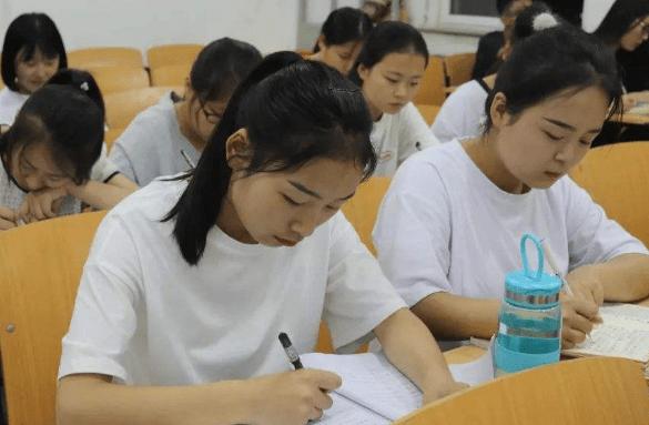 原创2021考生注意,这4类学生不允许参加高考,就算是学霸也没用