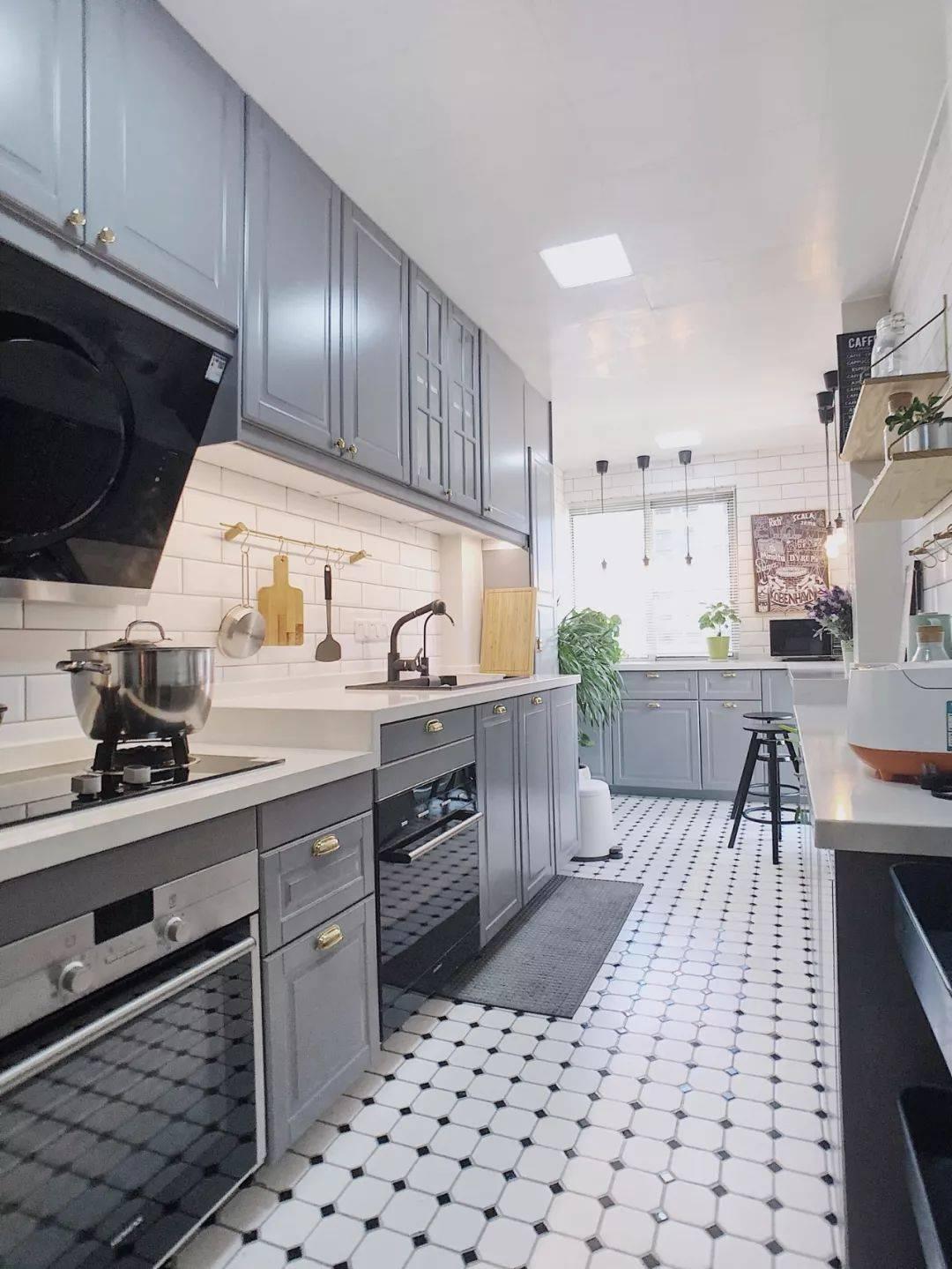 越来越多人厨房做高低台设计,太实用了,再也不用弯腰驼背做菜了
