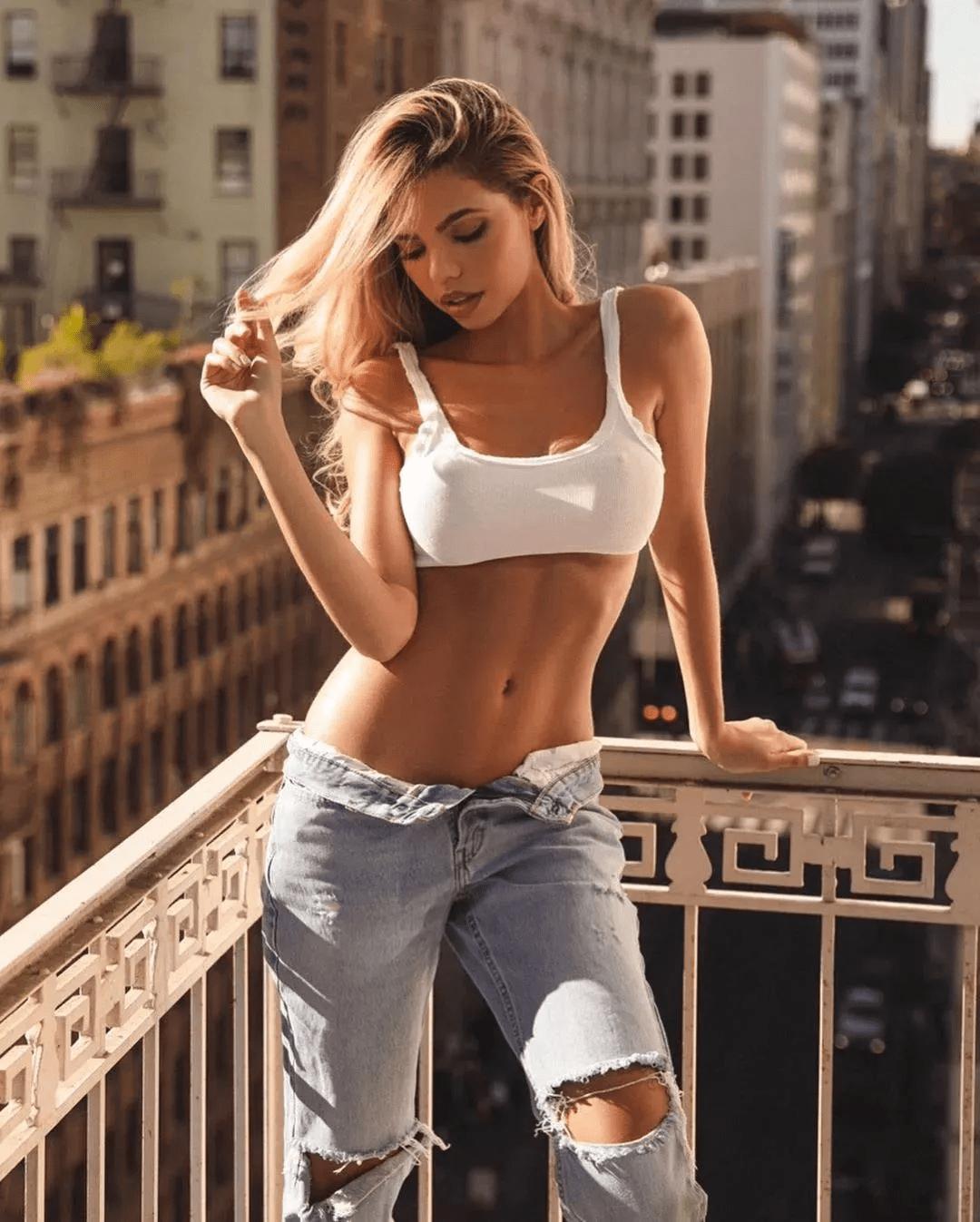 女生到底要不要撸铁?坚持撸铁的女孩,身材曲线有多好看?