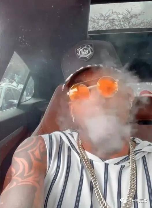 建业外援卡兰加驾豪车吸电子烟 完成续约表现下滑