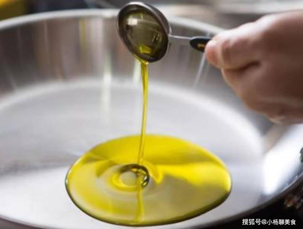 买食用油时,只要桶上面有这2个字,不管什么牌子,都是好油