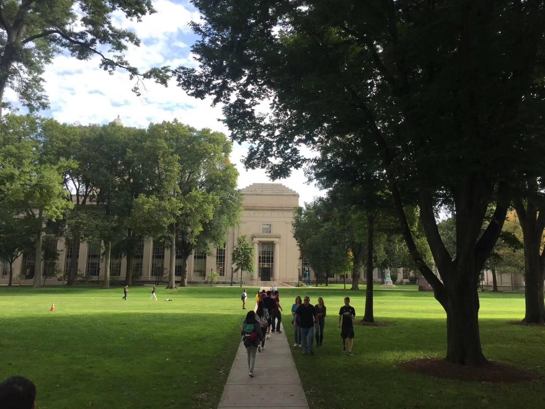 2021年远赴美国高中留学好还是读国际学校好?