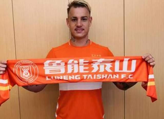 """原创             24岁""""水货外援""""向中国足球示好:2年后可归化进入国足!"""