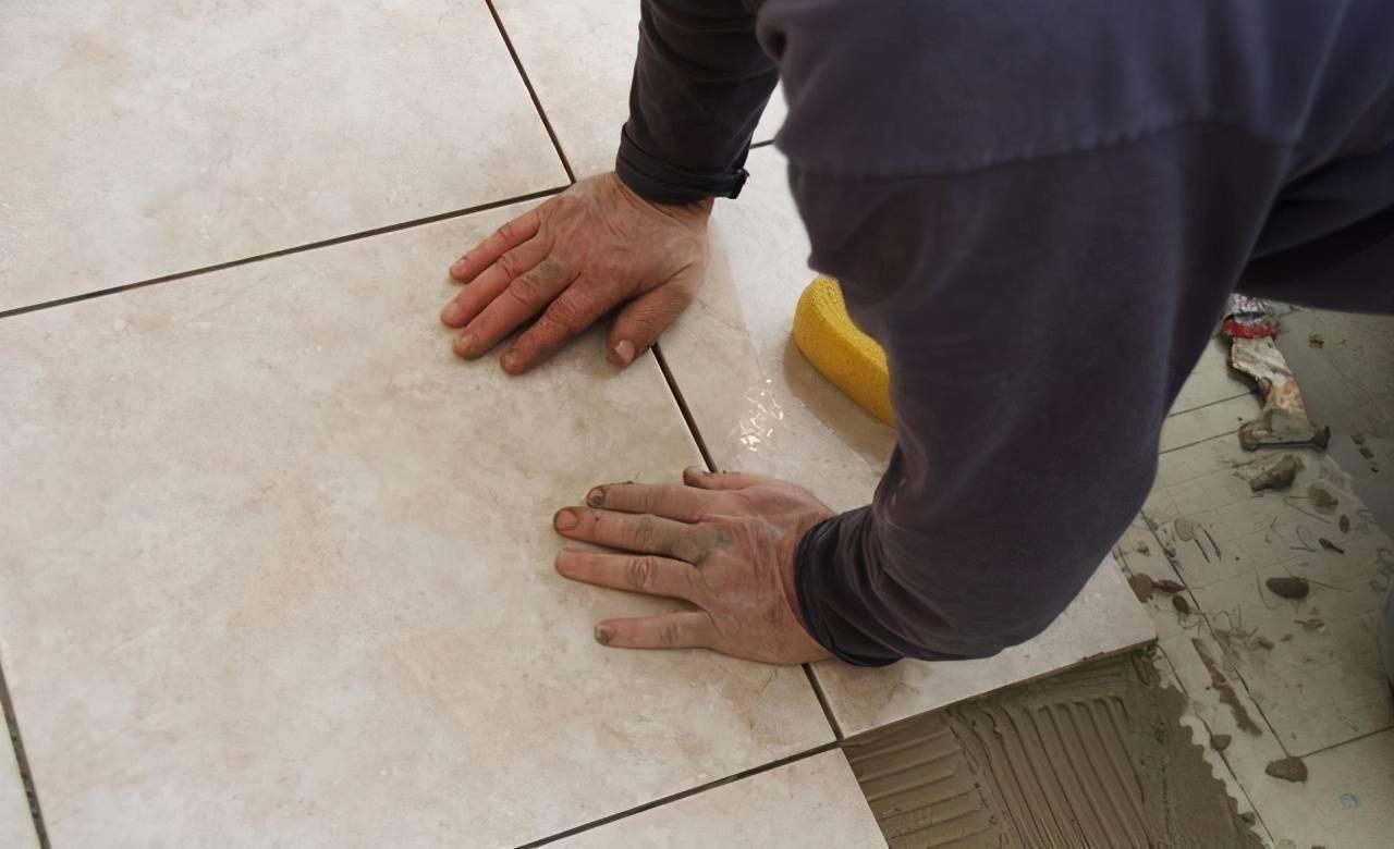 如果你家泥工贴瓷砖时做了这一步,记得多给200工钱,太良心了