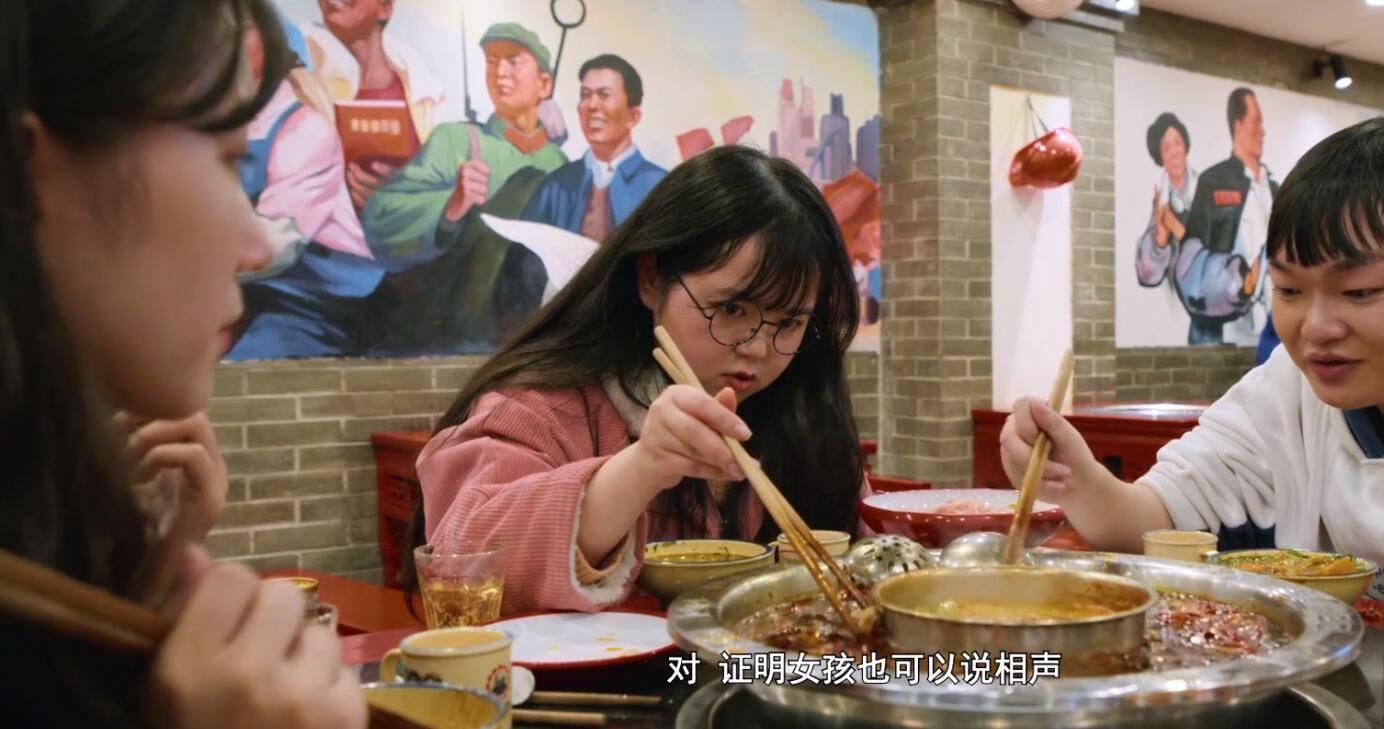 重庆城里的普通人:归乡的游子,拼搏的年轻人,骑机车的耙耳朵