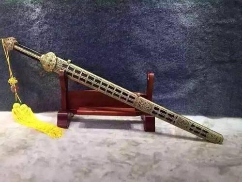 """河南村民钓到一只""""乌龟"""",身上插着4支箭,专家:这一竿值18亿"""