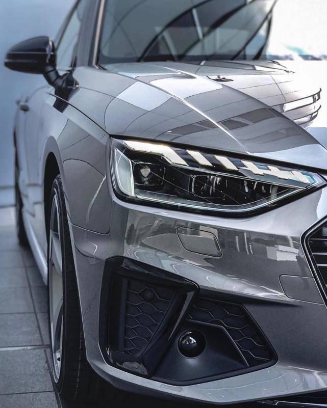 原装新奥迪A4实车来了,外观已经全面升级,或者年内发布。网友:太帅了