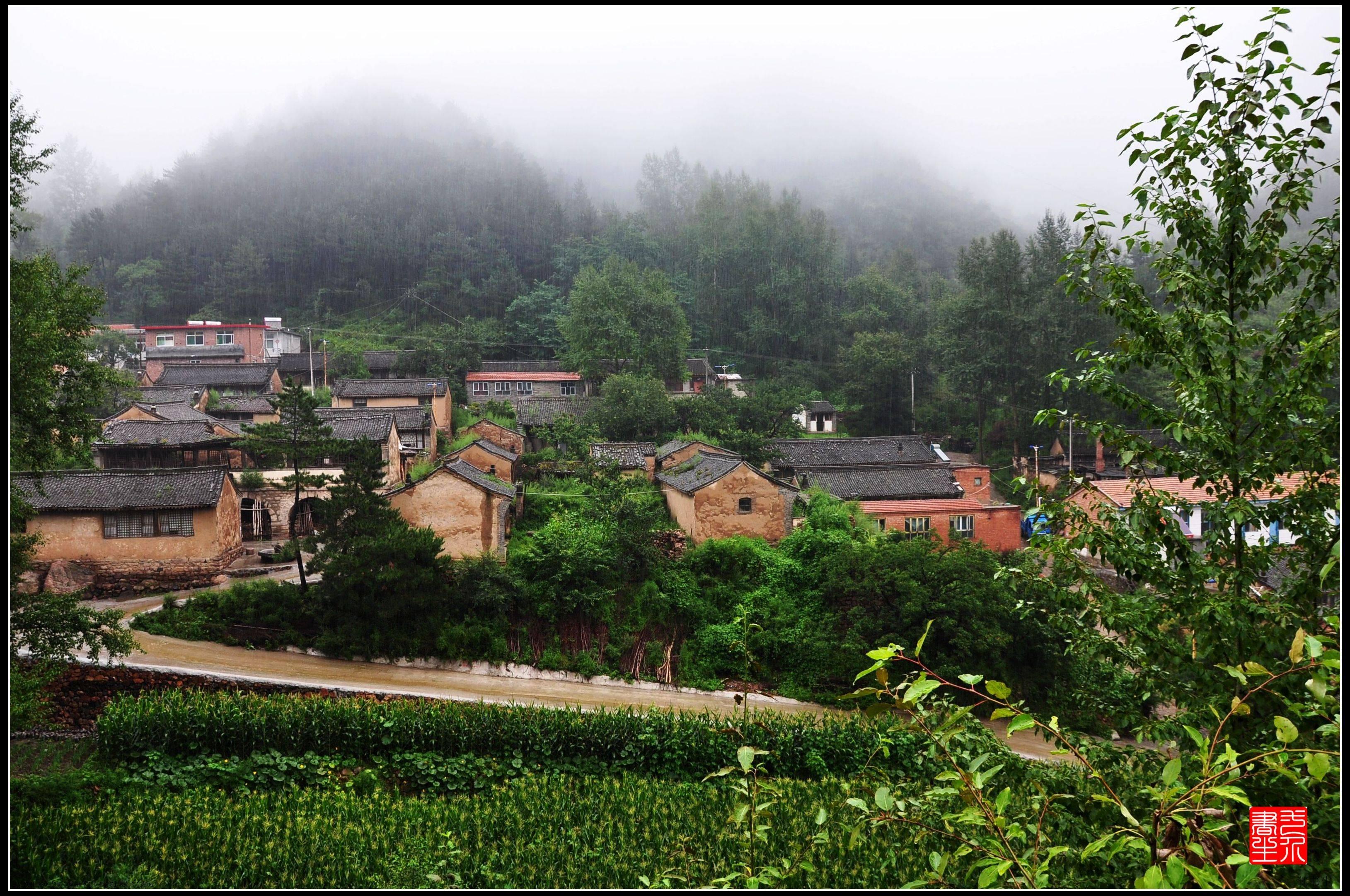 驼梁黄土台,暴雨洗礼中的小山村《百村写真》  第1张