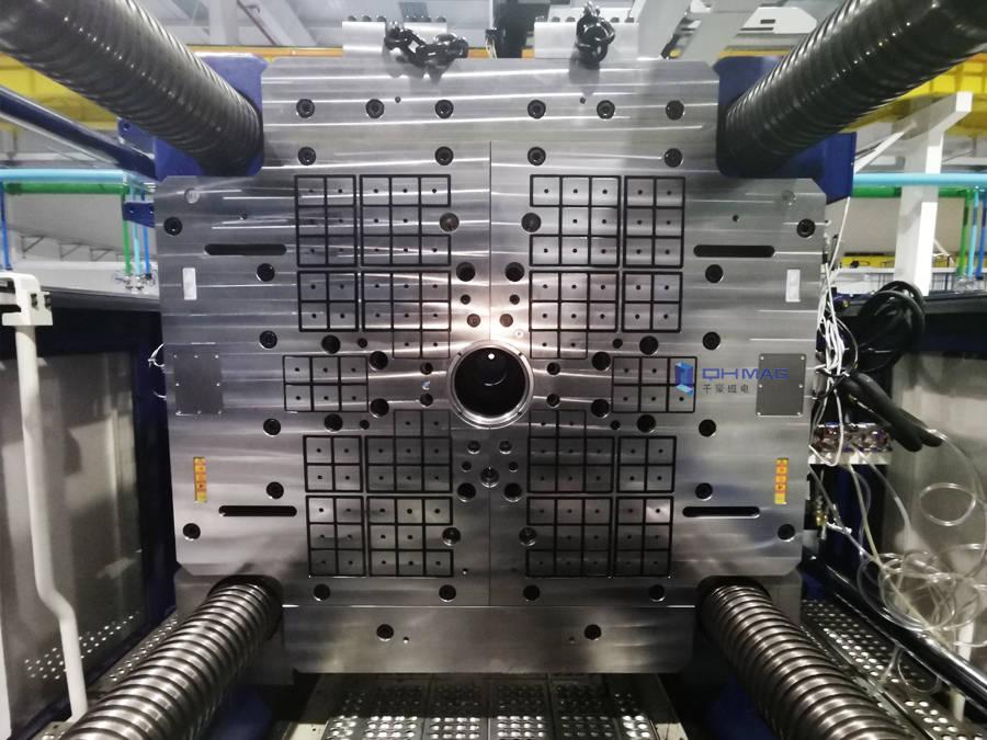 注塑机快速换模系统—磁力模板用于快速生产汽车LED灯罩