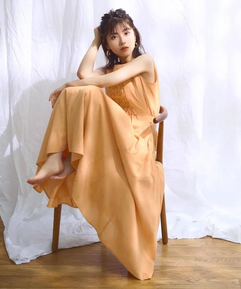 日本女星滨边美波夏日写真太靓了!雪肤娇嫩甜美性感