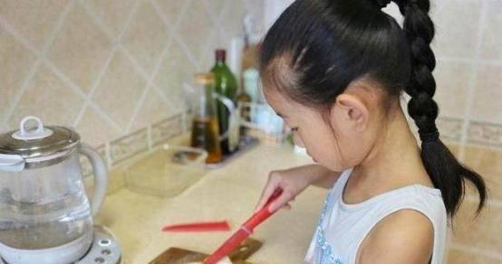 7岁女孩长期积食,家长不知拖成脾虚,难发育,医生:无知真可怕
