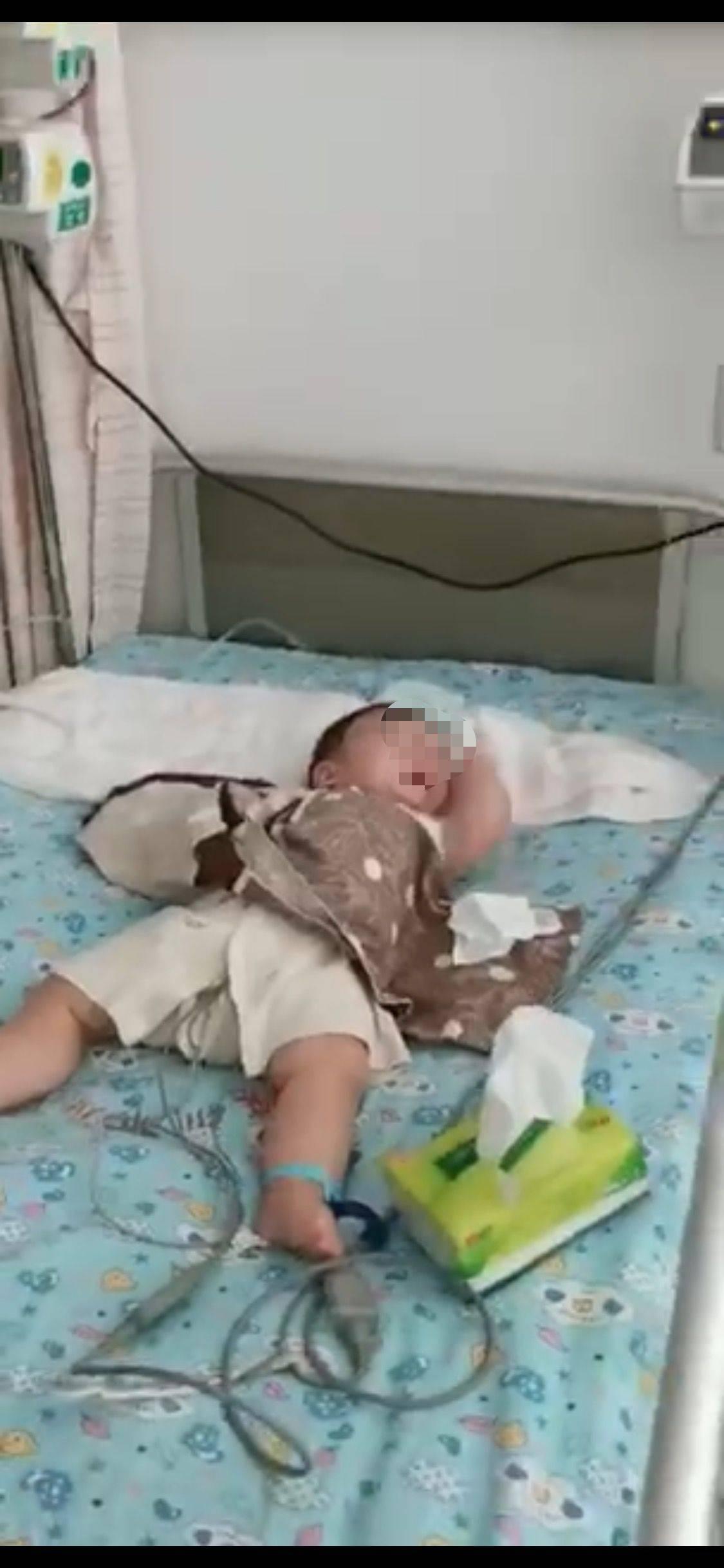 """深圳6个月大女婴被高空""""飞瓶""""砸伤,警方已介入调查"""
