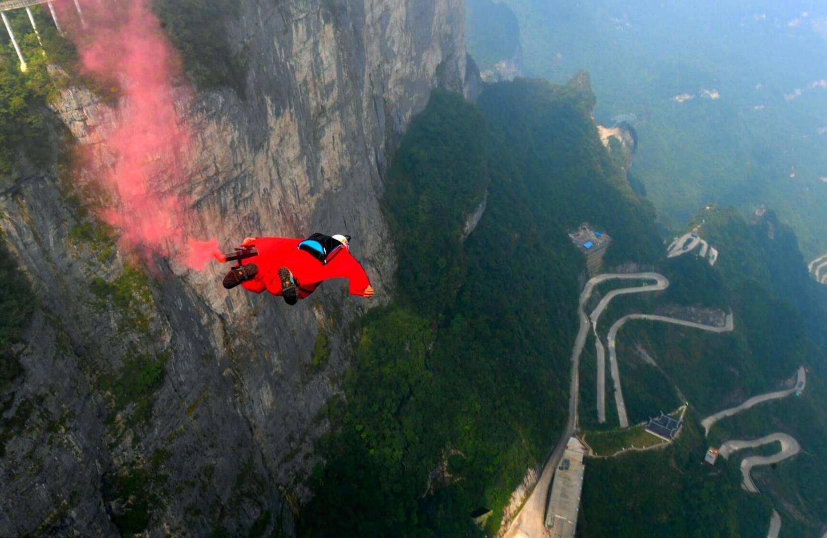 天门山翼装飞行失联女生不幸身亡  翼装飞行死亡率高达70%