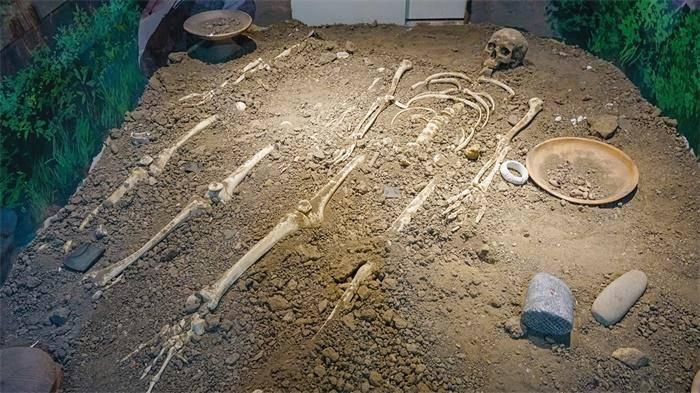 """#古墓群#还有""""火锅""""?湖南宁乡千年古墓群:出土器物非常完整"""