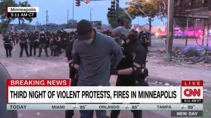 快讯!凌晨现场直播抗议示威时,CNN记者被警方逮捕-WordPress极简博客