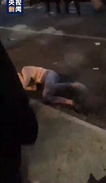 太可怕!纽约警察被拍下暴力对待一女性示威者-WordPress极简博客
