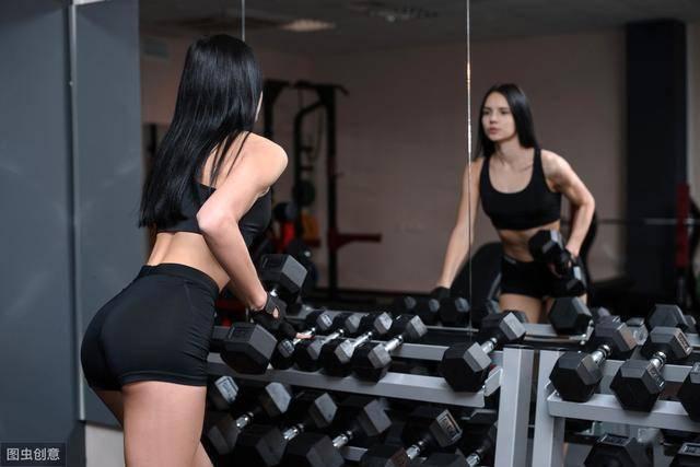 为什么建议你多做力量训练?女生坚持力量训练,身材能有多好?