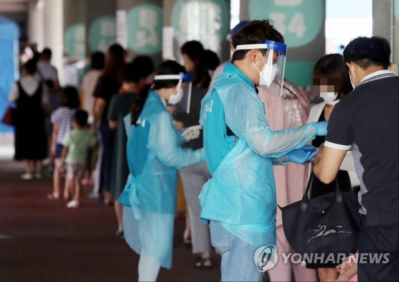 韩军司令部现新冠聚集性感染,首都圈近一周疫情空前严峻
