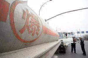 注意!危险化学品运输车辆安静行驶的注意事项!