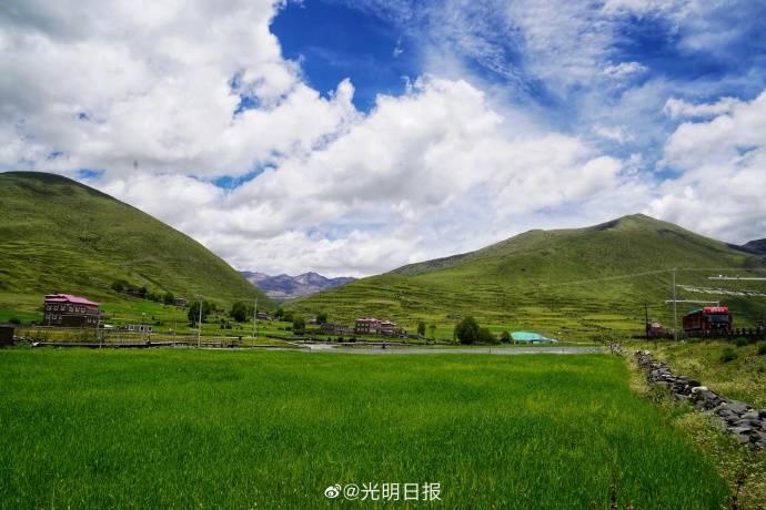 """打卡川藏线上的""""网红""""水桥村"""