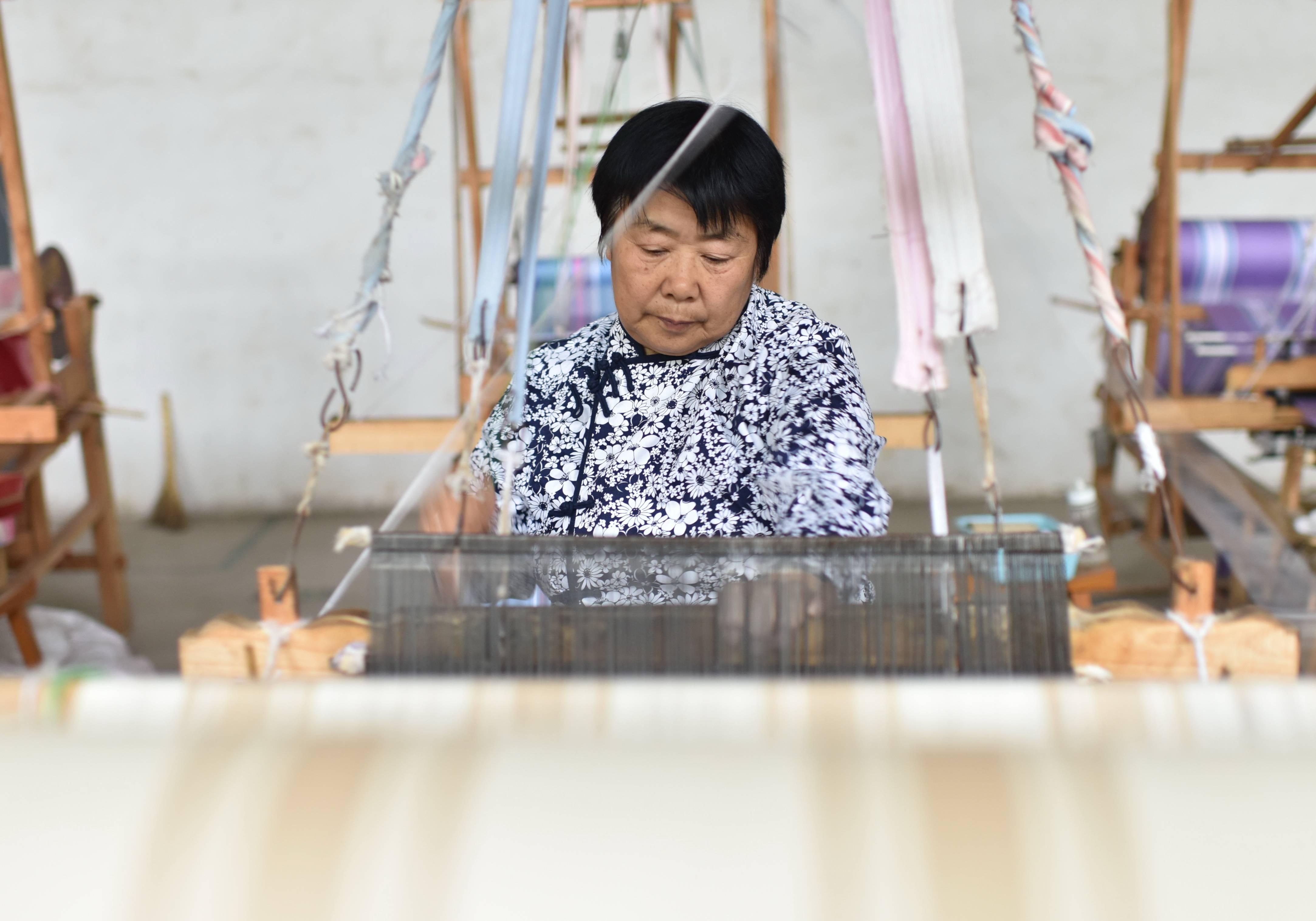 河北衡水:发展手织粗布产业助力脱贫攻坚