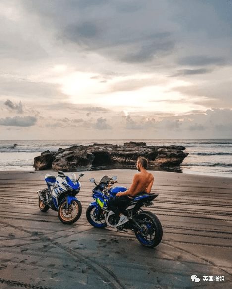 18岁网红巴厘岛穿比基尼骑车狂拍照,超速撞车当场殒命!