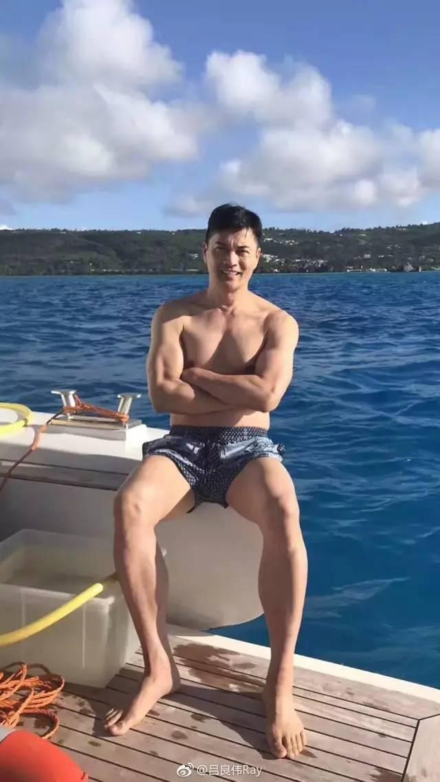74岁黄百鸣开游艇派对秀身材,而我却只看到人间真实。 锻炼方法 第17张