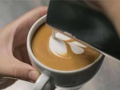 咖啡拉花的时机和原理 | 杯口宽窄、注入高低角度都有影响! 防坑必看 第12张
